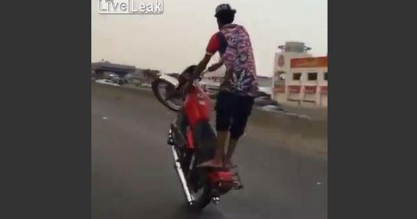 bốc đầu xe máy, nam thanh niên gây tai nạn