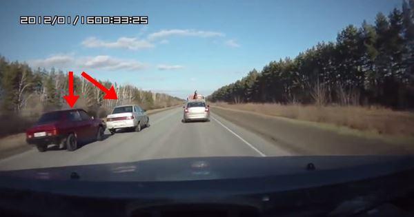 ô tô gặp nạn vì tranh nhau vượt