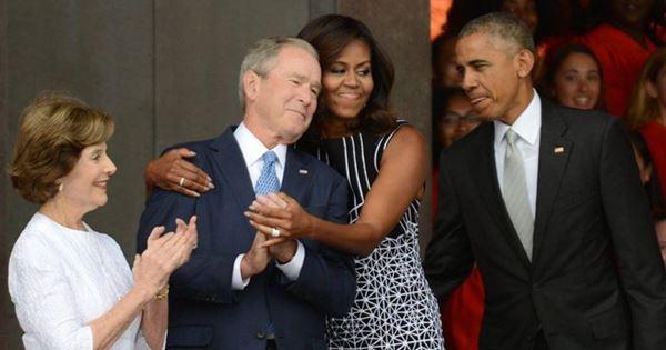 ảnh chế Michelle Obama ôm George W. Bush
